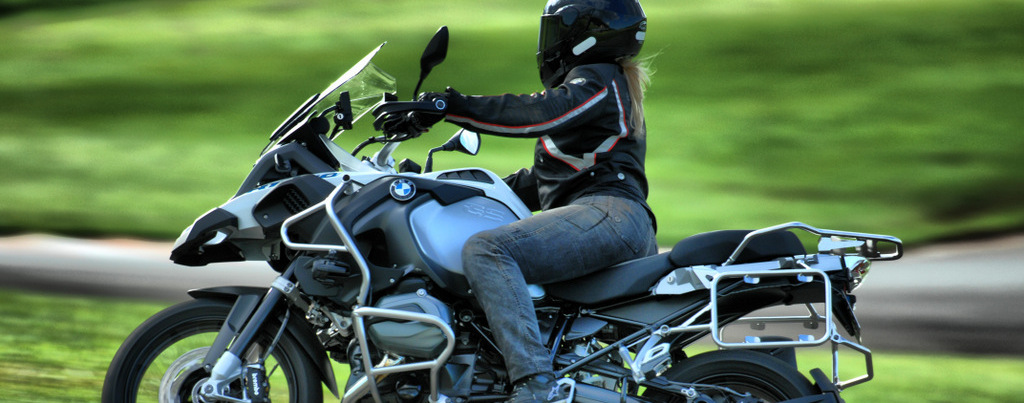 BEM-VINDO ao SITE da ELIANA MALIZIA - Motorrepórter e Piloto de teste de motos. Apaixonada por esportes, gastrônomia, turismo....Eliana, vive a vida literamente ACELERADA!