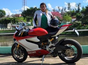 mulher de moto, pilota de moto, motoqueira