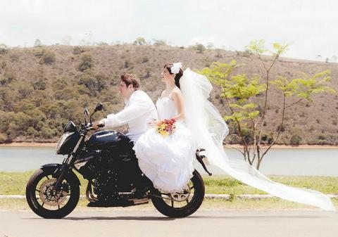 meio-de-transporte-do-casamento-moto