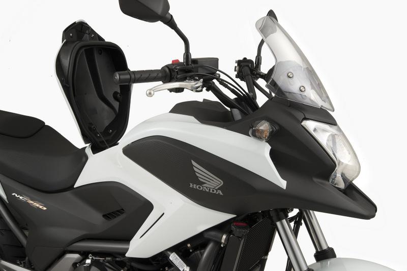 DIVULGA - Honda NC 750X branca detalhe1