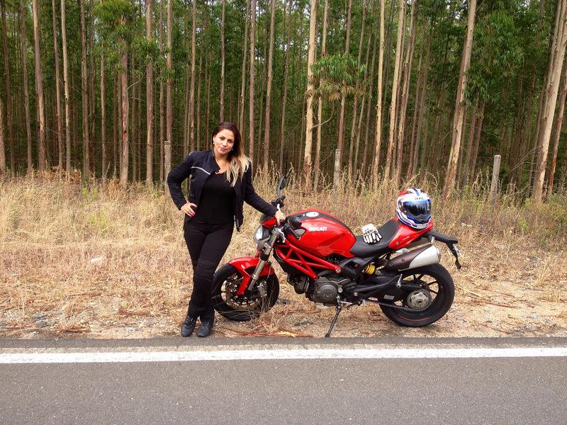 mulher de moto