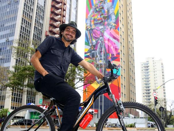 """Kobra inaugura em São Paulo mural sobre ciclismo – """"Genial é Andar de Bike"""""""