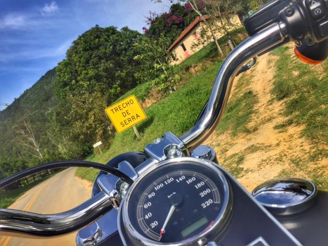 mulher motociclista