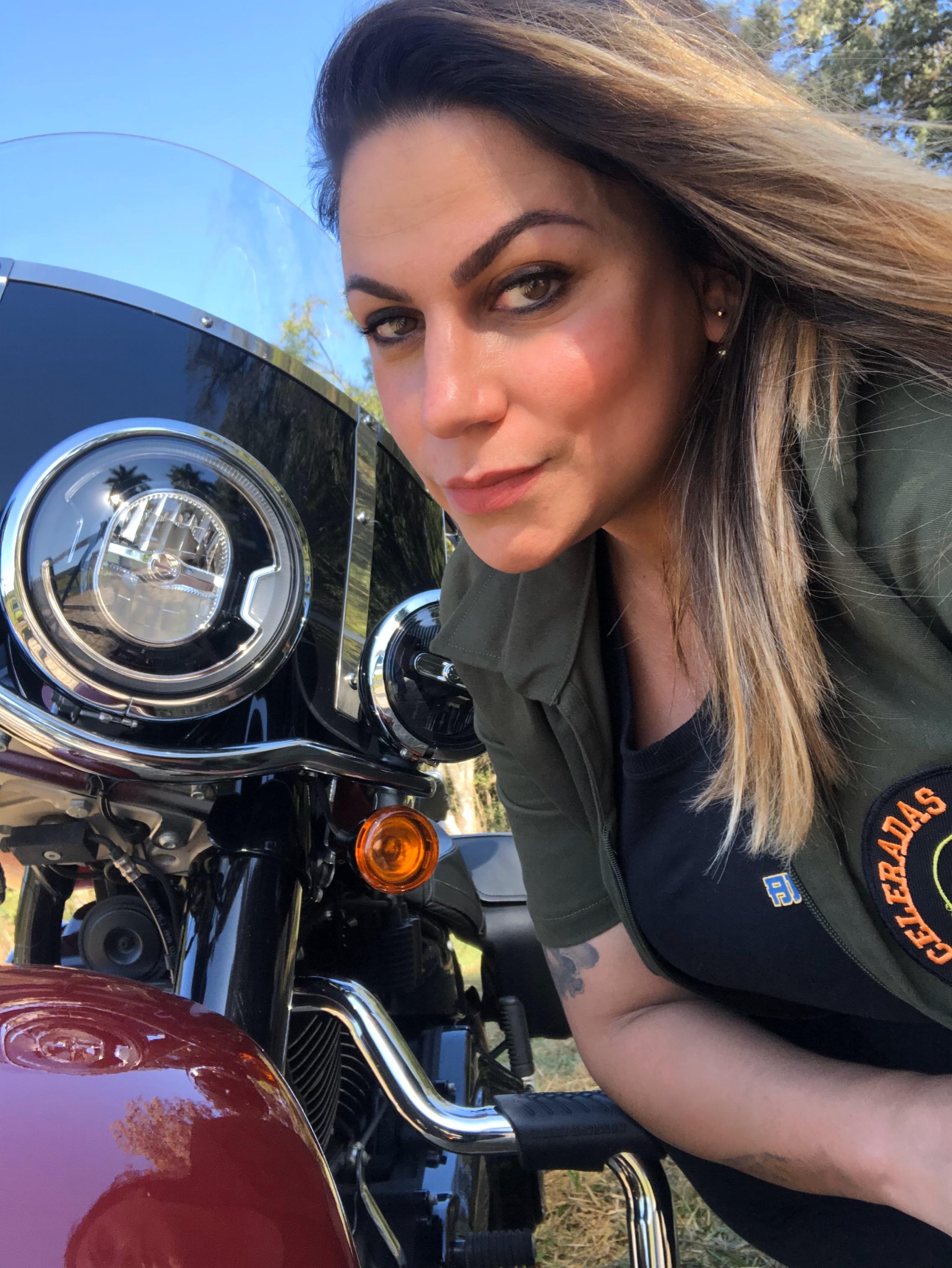 harley davidson heritage – eliana malizia, mulheres de moto, mulher motociclista, test ride, mulher pilota